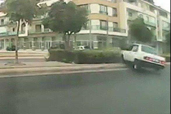 Konya'da kayganlaşan yolda kaza