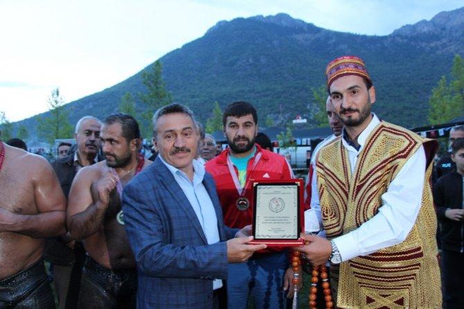 Seydişehir'de yağlı pehlivan güreş heyecanı