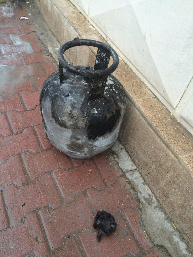 Gaz kaçağını çakmakla kontrol eden yaşlı kadın yandı