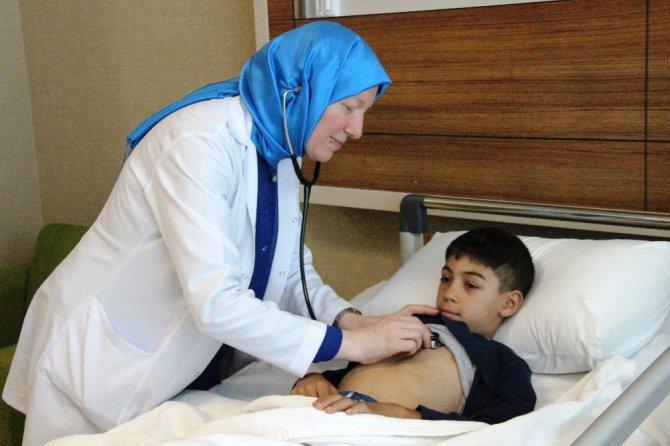 9 yaşındaki çocuğun delik kalbi ameliyatsız kapatıldı
