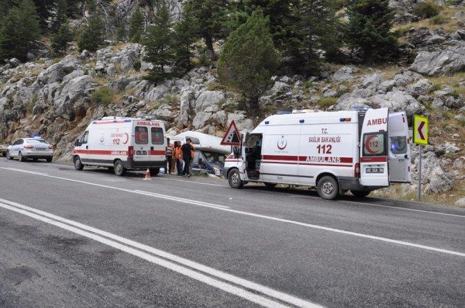 Rus turistler kaza yaptı: 6 yaralı