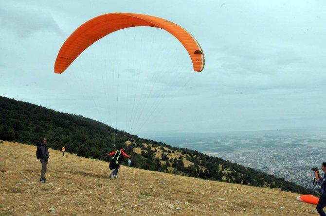 Yamaç paraşütçüleri yarıştı