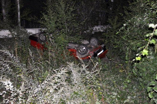 Yolcu otobüsüyle çarpışan traktör üçe bölündü: 2 yaralı