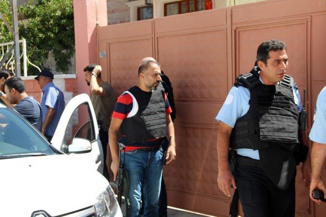 Rehine ihbarı polisi harekete geçirdi