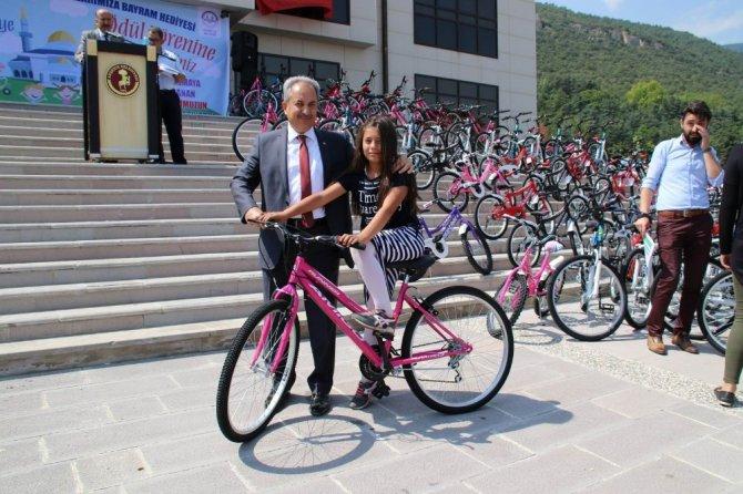 Akşehir Belediyesinden namaza giden 333 çocuğa bisiklet