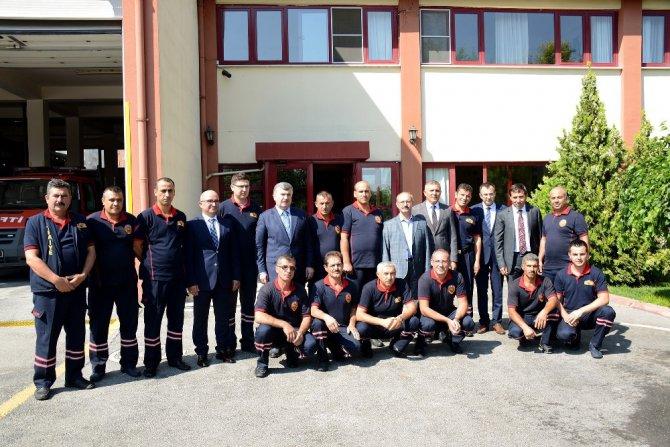 Bayramda nöbet tutan belediye çalışanlarına ziyaret