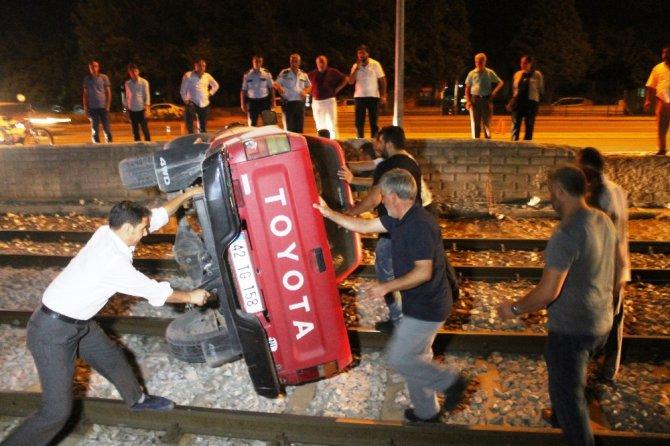 Kamyonet, hareket halindeki tramvayın önüne düştü
