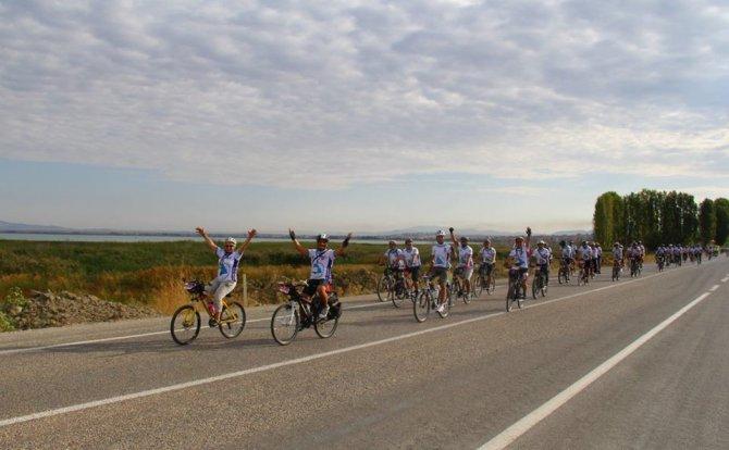 Beyşehir Gölü etrafında pedal çevirecek