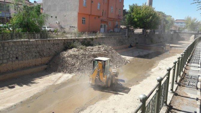 Aksaray Belediyesi Uluırmak'ı temizledi