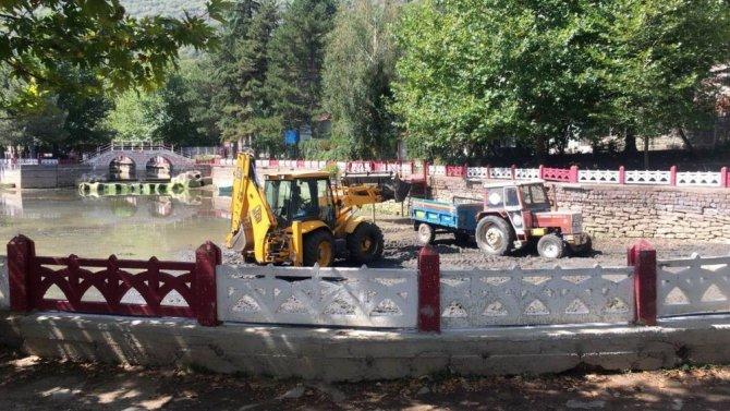 Seydişehir Belediyesi göletleri temizliyor