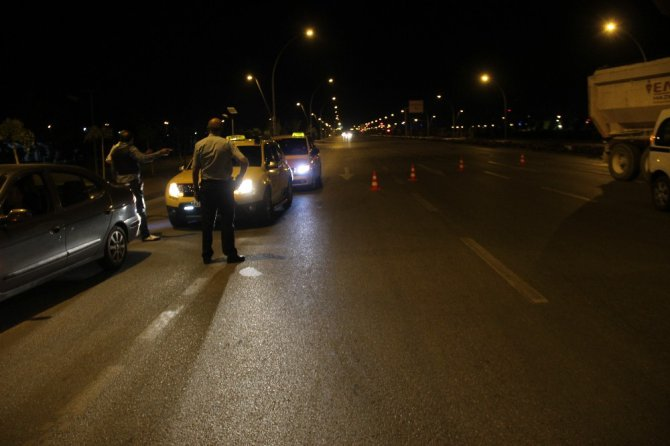 Ankara'da cinayet işledikten sonra kaçan şüpheliler, Konya polisinin barikatına yakalandılar