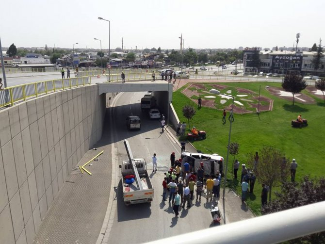 Konya'da otomobil üst geçitten uçtu: 1 yaralı