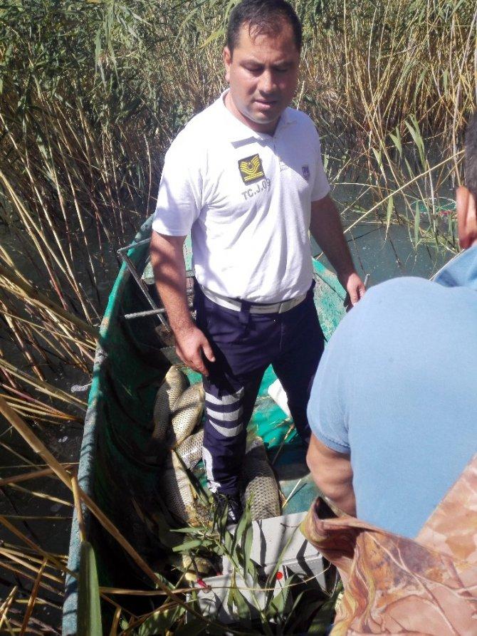 Beyşehir Gölü'nde suya akım vererek avlanan 2 kişi yakalandı