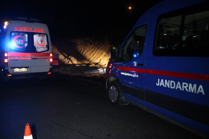 Yolun karşısına geçmek isteyen yayaya minibüs çarptı: 1 ölü