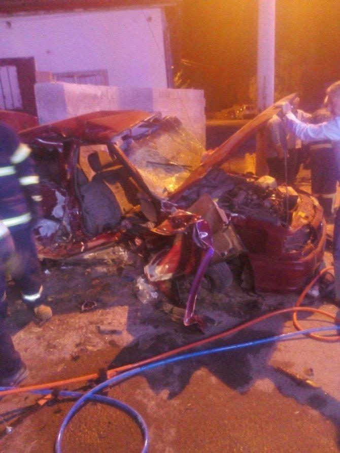 Servis minibüsü ile otomobil çarpıştı: 5 yaralı