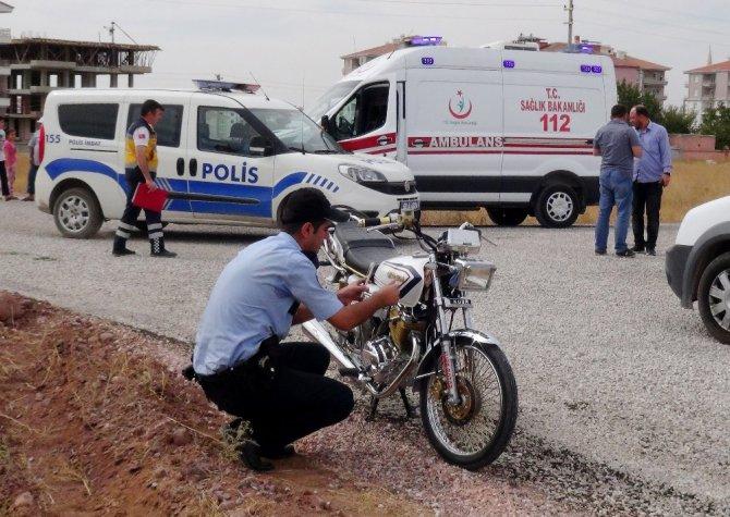 Polisten kaçan motosiklet sürücüsü kaza yaptı: 2 yaralı