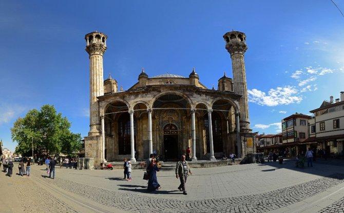 """Başkan Akyürek: """"Tarihi camileri gelecek kuşaklara aktarıyoruz"""""""