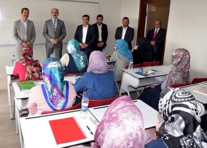Başkan Altay, İslami İlimler Fakültesini ziyaret etti