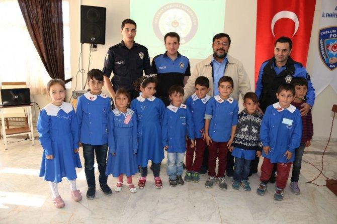 Aksaray emniyetinden 100 çocuğa kıyafet ve kırtasiye yardımı