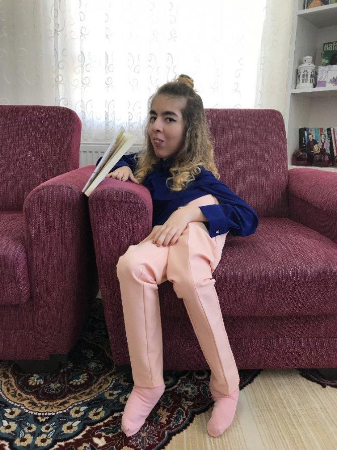 SMA hastası genç kız ikinci kitabını çıkarmaya hazırlanıyor