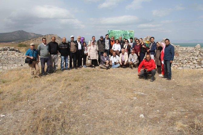 Konya'nın fikir, sanat ve kültür adamları Beyşehir'i gezdi
