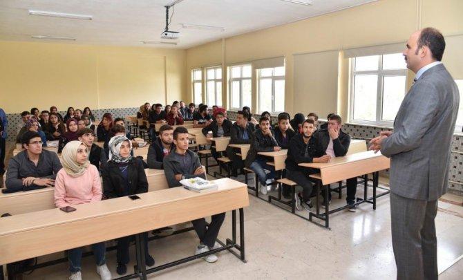 Başkan Altay, Konya'ya ilk kez gelen gençlerle buluştu