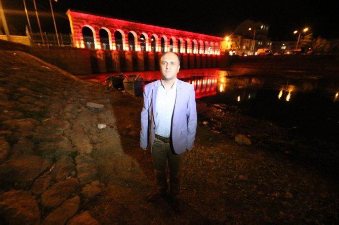 Milli takıma ve Konyaspor'a Tarihi Taşköprü'den aydınlatmalı destek