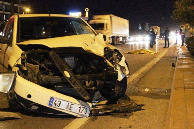 Caddeden karşıya geçmek isteyen genç kız kazada hayatını kaybetti
