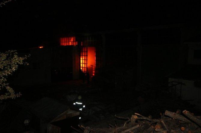 Beyşehir'de mobilya fabrikasında yangın
