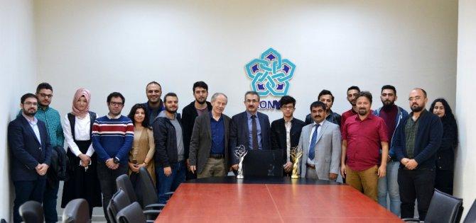 NEÜ Sosyal ve Beşeri Bilimler Fakültesi Dekanı Buluş, ödüllü öğrencileri ağırladı