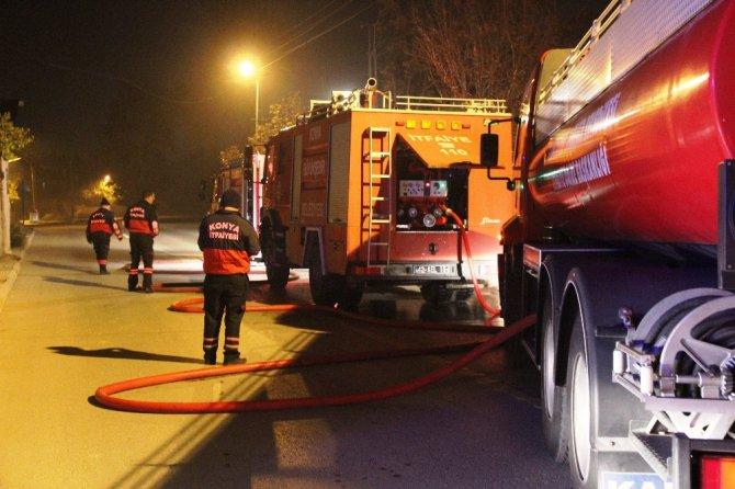 Yangını fark eden gençler yaşlı kadını kurtardı