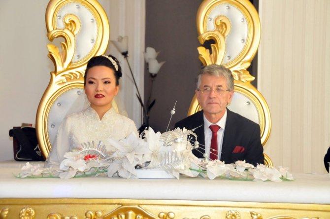 Çinli geline dini nikah ve Türk usulü düğün
