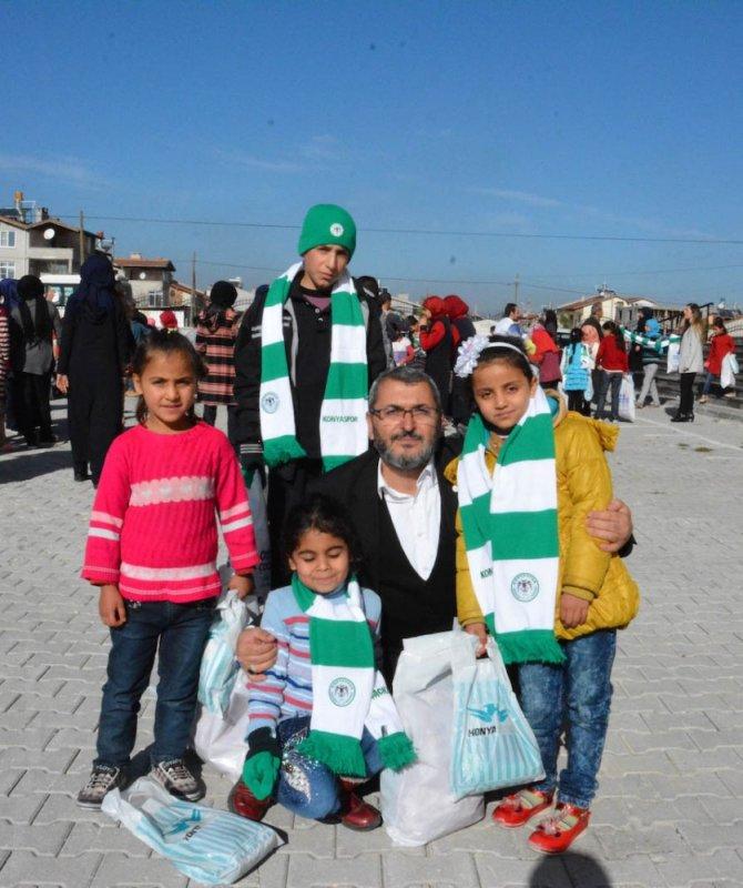 Atiker Konyaspor 300 çocuğu sevindirdi