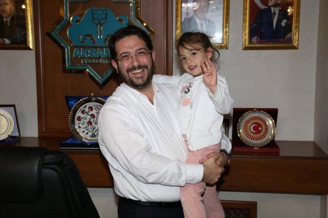 """""""Tayyip Dede"""" diyerek seslenen Gülhan, Başkan Yazgı' yı ziyaret etti"""