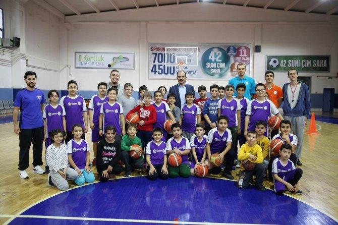 Başkan Altay spor okullarını ziyaret etti