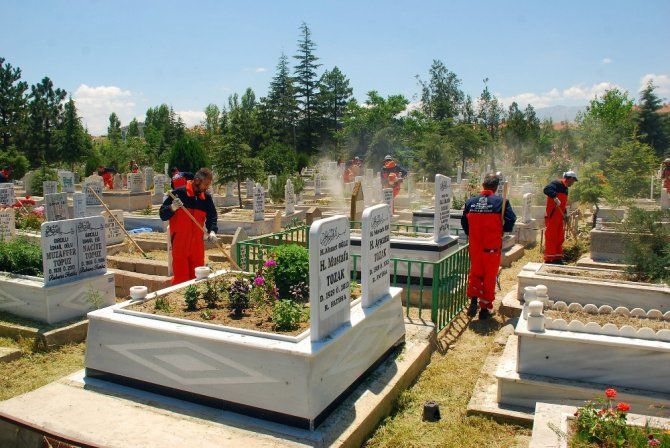 Konya'nın 31 ilçesindeki mezarlıklar artık daha bakımlı