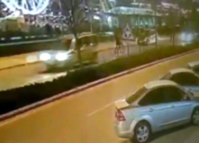 Otomobilin çarptığı genç kız ağır yaralandı