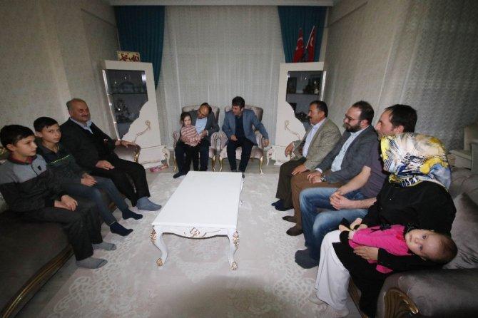 Başkan Özaltun'un ev ziyaretleri sürüyor