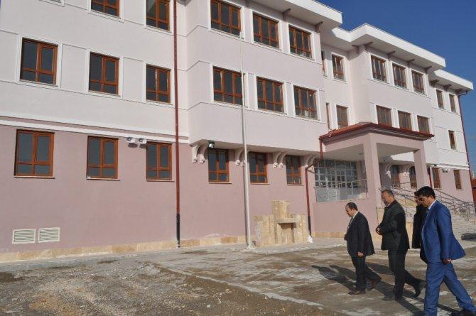 Kaymakam Arslan, okul inşaatında incelemelerde bulundu