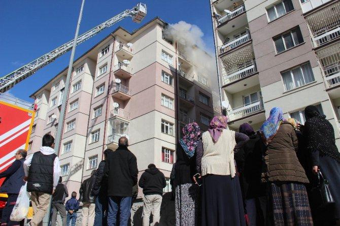 Kendisini terk eden eşine kızıp evini ateşe verdi
