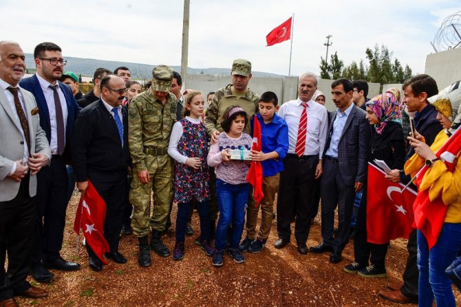 Görme engellilerden Mehmetçik'e destek ziyareti