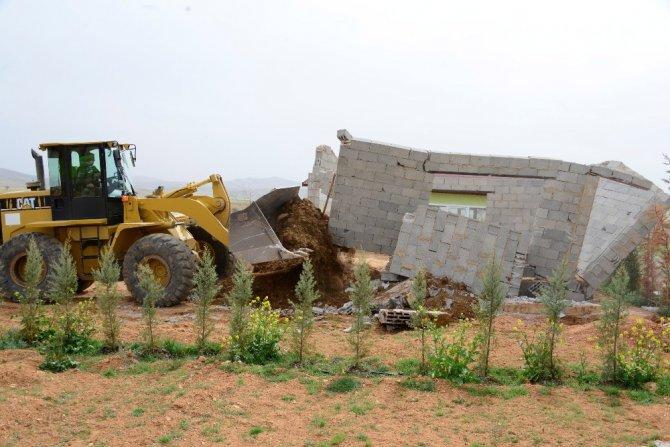 Meram'da kaçak yapılar yıkılıyor