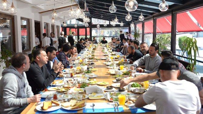 Atiker Konyaspor teknik heyeti ve oyuncuları kahvaltıda bir araya geldi