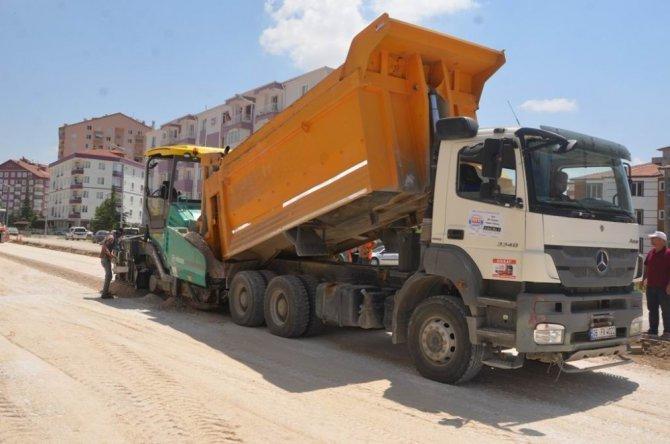 Ereğli Belediyesi asfalt çalışmalarına gece gündüz devam ediyor