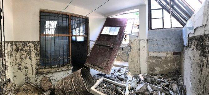 Sel felaketinin yaşandığı bölgede 121 ev ve işyerini su bastı
