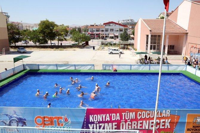 Konya'da yüzmeyen çocuk kalmasın projesi hayata geçti