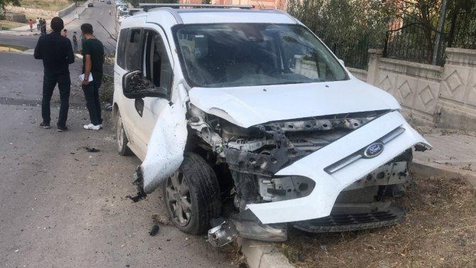 Otomobilde fare zehri içip kaza yaptı