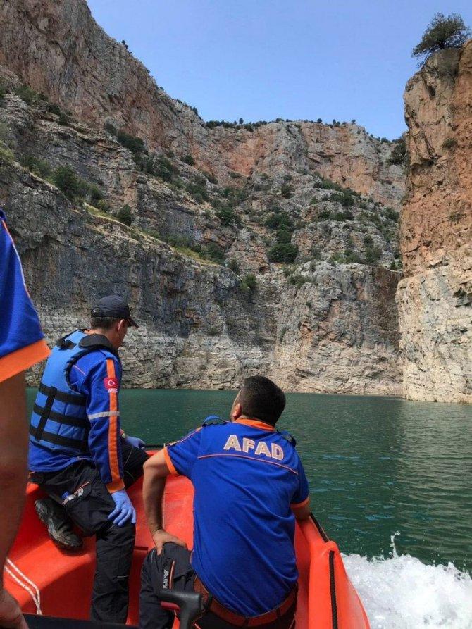 Mağaraya tırmanırken göle düşüp hayatını kaybetti
