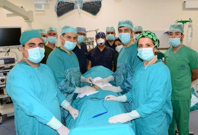 Yeni binasına taşınan Meram Tıp Fakültesi ilk ameliyatın yaptı