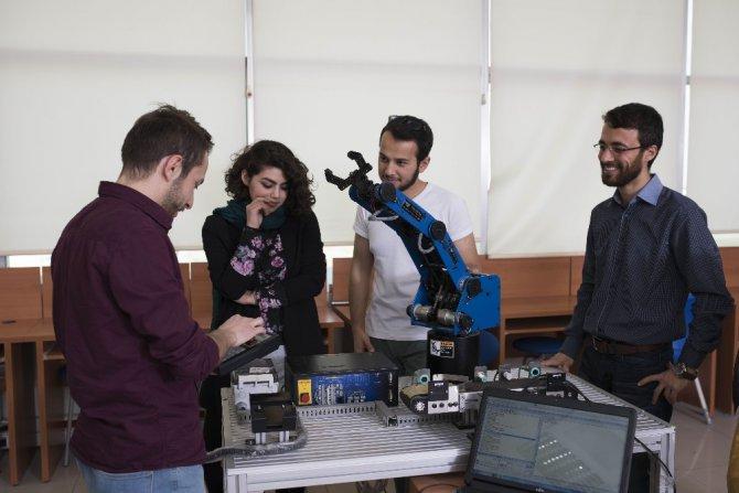 Geleceğin bilim insanları KTO Karatay'da yetişiyor